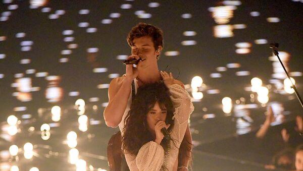 Shawn Mendes y Camila Cabello - Sputnik Mundo