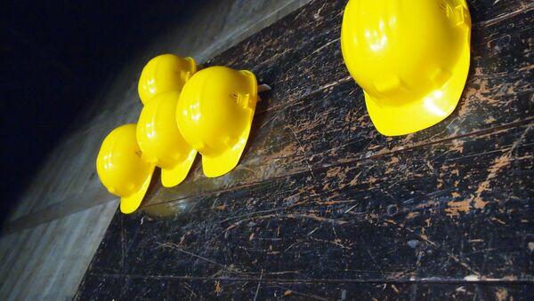 Unos cascos amarillos - Sputnik Mundo