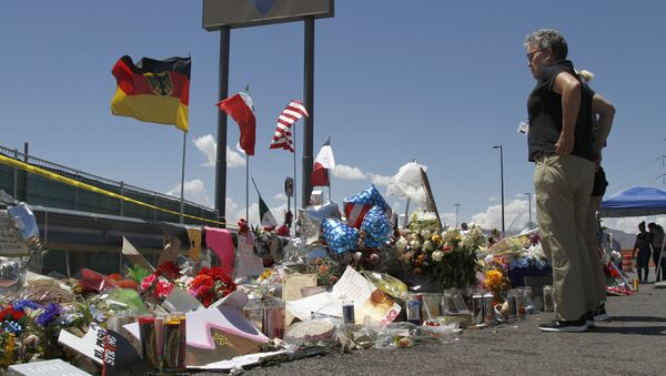 Lugar del tiroteo en  en un local comercial de Walmart en El Paso, Texas EEUU - Sputnik Mundo