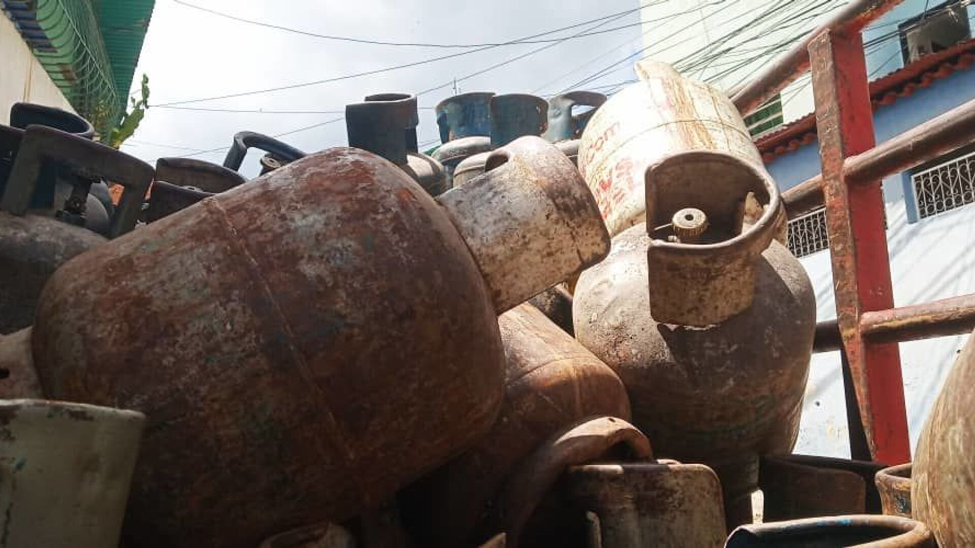 Bombonas vacías dentro del camión de la empresa de propiedad social directa comunal gas de Antímano, Caracas, Venezuela - Sputnik Mundo, 1920, 11.06.2021