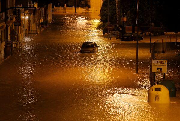 Las devastadoras inundaciones que azotan el sudeste de España  - Sputnik Mundo
