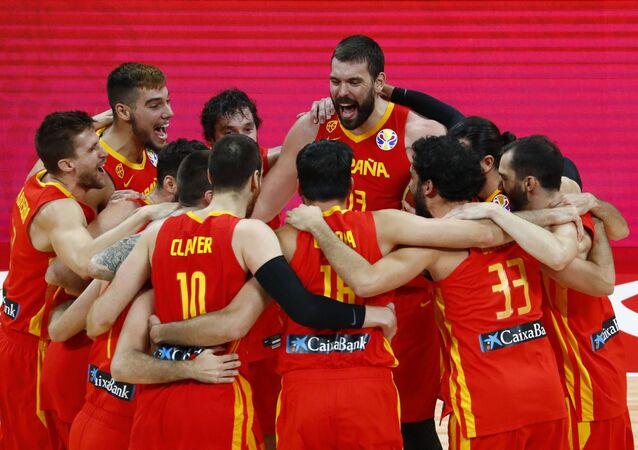 La selección española festeja su victoria en el Mundial de baloncesto 2019