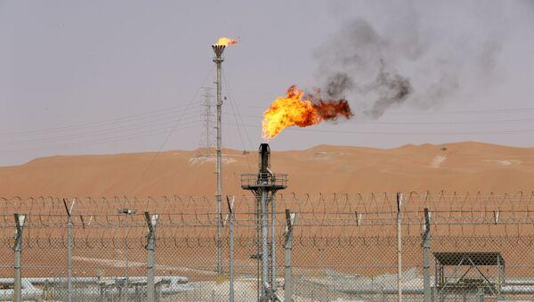 Un intalación petrolera de la empresa Saudi Aramco - Sputnik Mundo