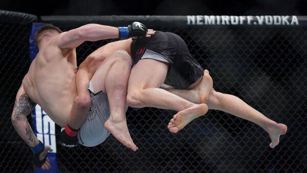 La pelea de Misha Cirkunov con Jimmy Crute en Vancouver - Sputnik Mundo