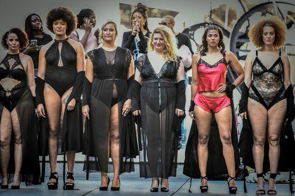 Todas las tallas son hermosas en la pasarela The All Sizes Catwalk de París   - Sputnik Mundo