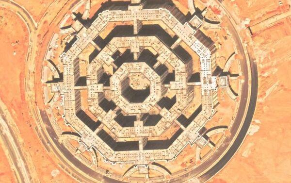 Una vista detallada de uno de los octágonos que muestra la distribución de los edificios en su interior - Sputnik Mundo