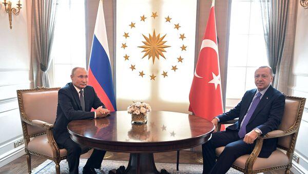 El presidente de Rusia, Vladímir Putin, con su homólogo turco, Recep Tayyip Erdogan - Sputnik Mundo