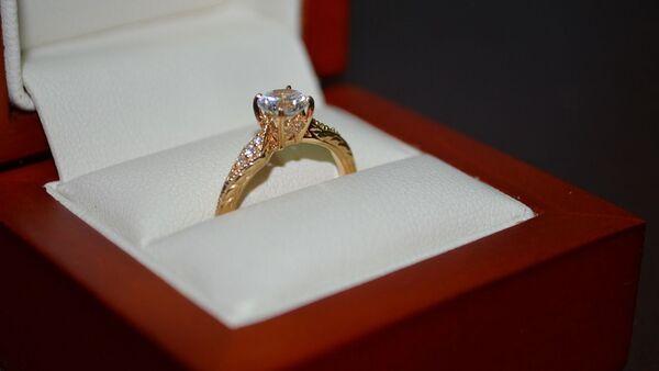 Un anillo de compromiso, referencial - Sputnik Mundo