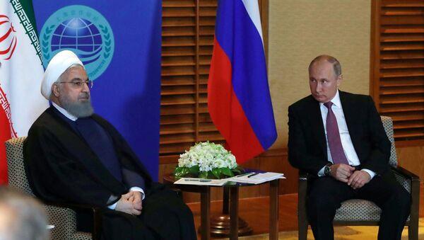 El presidente ruso, Vladimir Putin y su homólogo iraní, Hasán Rohaní  - Sputnik Mundo