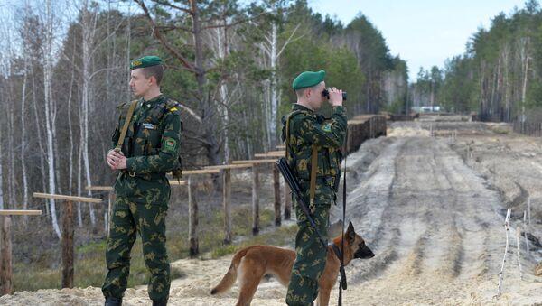 Agentes fronterizos bielorrusos en la frontera con Ucrania (archivo) - Sputnik Mundo