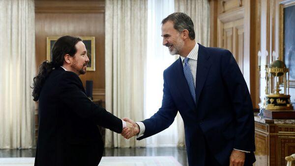 El secretario general de Podemos, Pablo Iglesias, y el rey Felipe VI - Sputnik Mundo