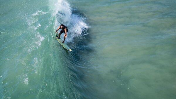 Un surfista (imagen referencial) - Sputnik Mundo