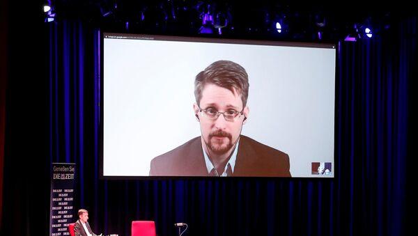 Edward Snowden habla sobre su libro 'Permanent Record' a traves de un vídeo  - Sputnik Mundo