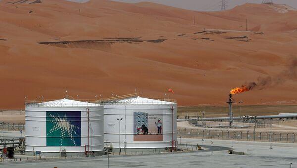 Una instalación petrolera de la empresa Saudi Aramco - Sputnik Mundo