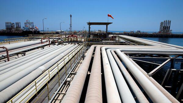 Una refinería de Saudi Aramcro (archivo) - Sputnik Mundo