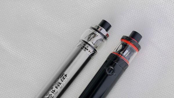 Cigarrillos electrónicos o vaporizadores. Imagen referencial - Sputnik Mundo