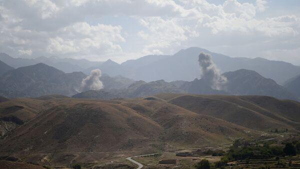 Un ataque aéreo en Afganistán - Sputnik Mundo