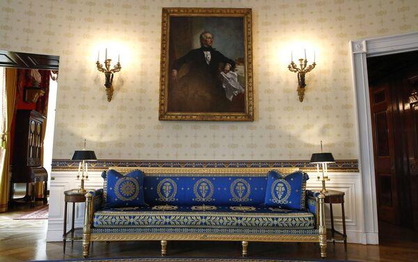 La Sala Azul de la Casa Blanca tras una remodelación coordinada por la primera dama de Estados Unidos, Melania Trump - Sputnik Mundo