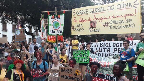 Protestas en defensa del clima en Río de Janeiro - Sputnik Mundo
