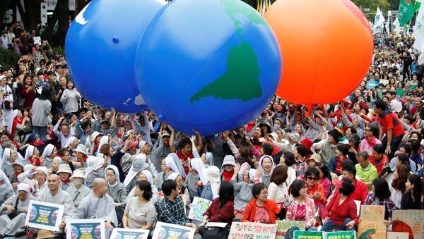 Participantes de una protesta contra el cambio climático en Corea del Sur - Sputnik Mundo