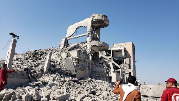 Consecuencias de un bombardeo en Yemen - Sputnik Mundo
