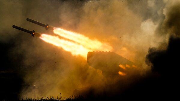 Lanzallamas pesado ruso TOS-1A Solntsepiok (Archivo) - Sputnik Mundo