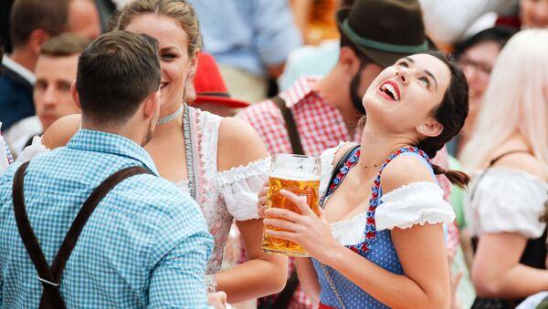 Inauguran el festival Oktoberfest en Múnich, Alemania - Sputnik Mundo