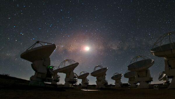 Varias de las antenas del radiotelescopio ALMA - Sputnik Mundo