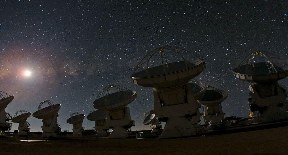 Varias de las antenas del radiotelescopio ALMA