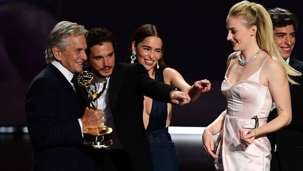 Los actores de Juego de Tronos celebran el Emmy a mejor serie dramática - Sputnik Mundo