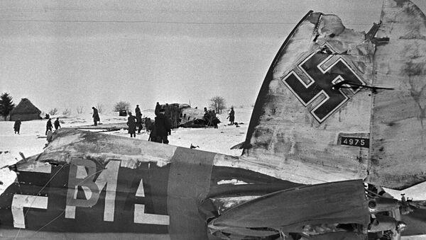 El aeródromo nazi tras el asalto de los aviones soviéticos - Sputnik Mundo