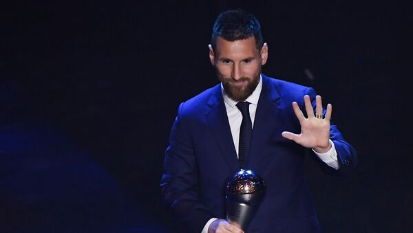 El futbolista argentino Lionel Messi recibiento el precio 'The Best' - Sputnik Mundo