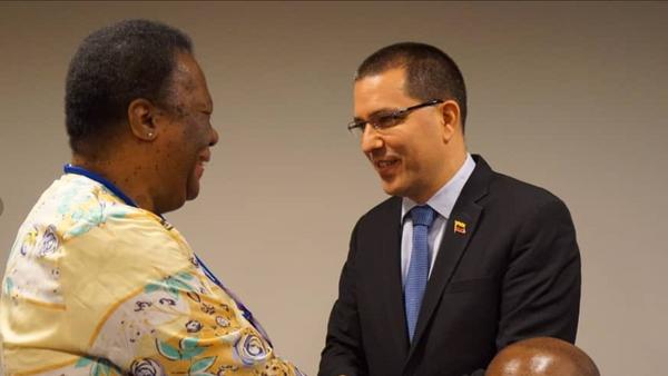 Los cancilleres de Venezuela, Jorge Arreaza, y de Sudáfrica, Grace Naledi Mandisa - Sputnik Mundo