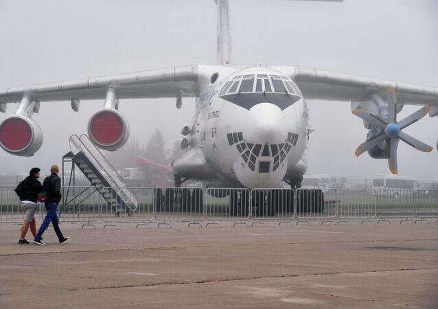 El avión de transporte ruso IL-76