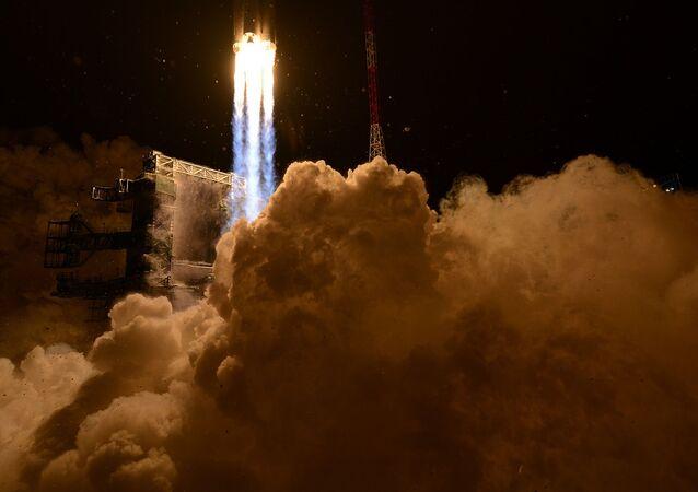 Lanzamiento de un cohete desde el centro espacial de Plesetsk