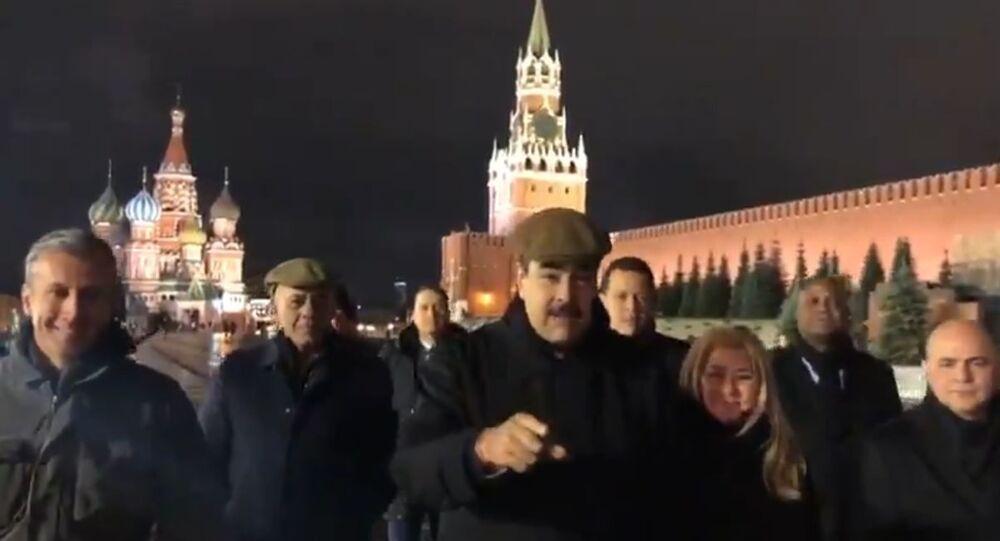 Nicolás Maduro da un paseo por la Plaza Roja de Moscú