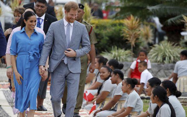 Meghan y el príncipe Enrique en Tonga, el 26 de octubre de 2018 - Sputnik Mundo