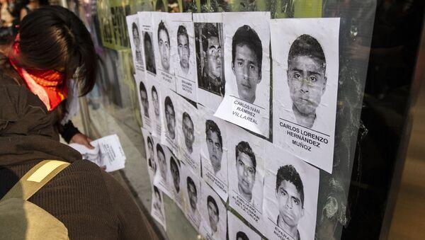 Retratos de los 43 estudiantes de Ayotzinapa desaparecidos por policías de Guerrero el 26 de Setiembre de 2014.  - Sputnik Mundo