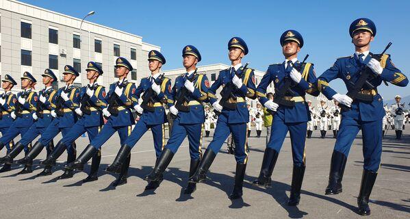 Военнослужащие армии Китая на репетиции парада в честь 70-летия образования КНР - Sputnik Mundo