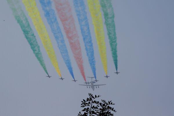 Самолеты во время репетиции парада в честь 70-летия образования КНР - Sputnik Mundo