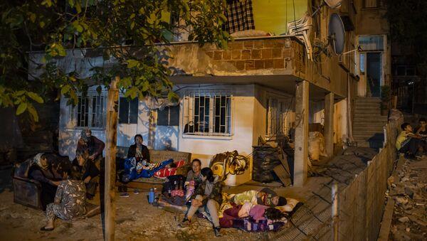 Personas evacuadas tras el terremoto en Estambul - Sputnik Mundo