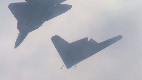 El dron ruso Ojotnik hace su primer vuelo conjunto con un caza Su-57 - Sputnik Mundo