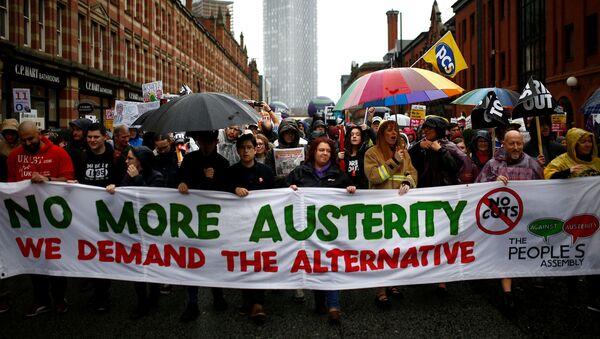 Protesta en Mánchester contra el partido conservador británico - Sputnik Mundo