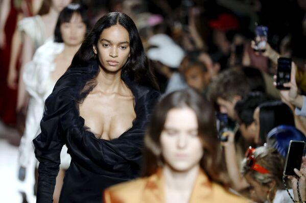 Paris Fashion Week: los mejores 'looks' de la primavera-verano 2020 - Sputnik Mundo