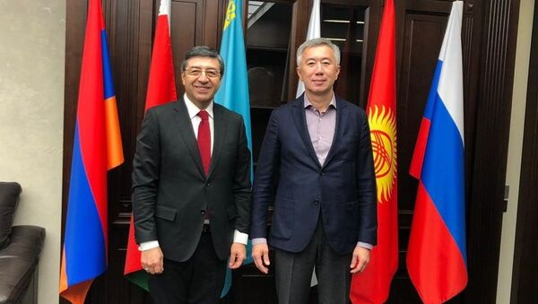 Reunión con el Ministro a cargo de la Competencia y Reglamento Antimonopolio de la Comisión Económica Euroasiática, Serik Zhumangarin. - Sputnik Mundo