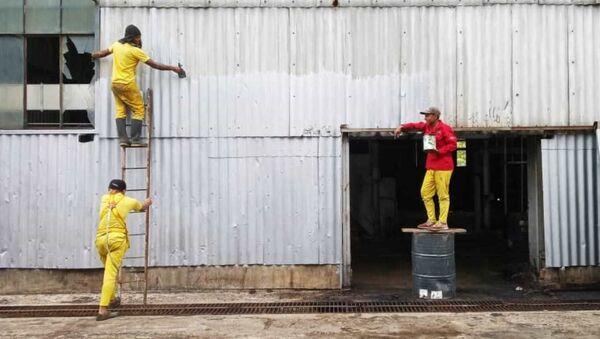 Privados de libertad pintando la fachada del central, Ureña, estado de Táchira, Venezuela  - Sputnik Mundo