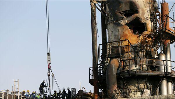 las instalaciones petroleras de Saudi Aramco tras los ataques - Sputnik Mundo