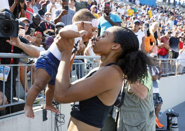 Allyson Felix con su hija Camryn