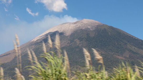 Volcán San Miguel en El Salvador - Sputnik Mundo