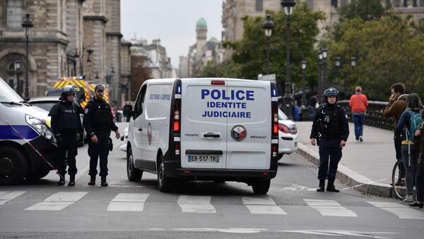Policía de Francia en el lugar del ataque en París - Sputnik Mundo